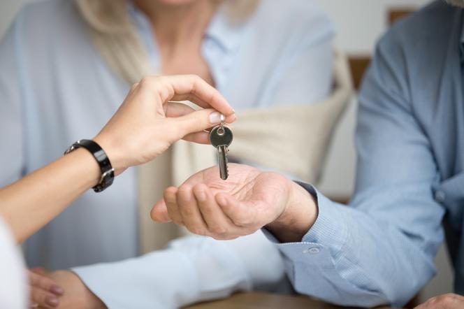 Umowa przedwstępna kupna i sprzedaży mieszkania: wzór. Co musi zawierać?