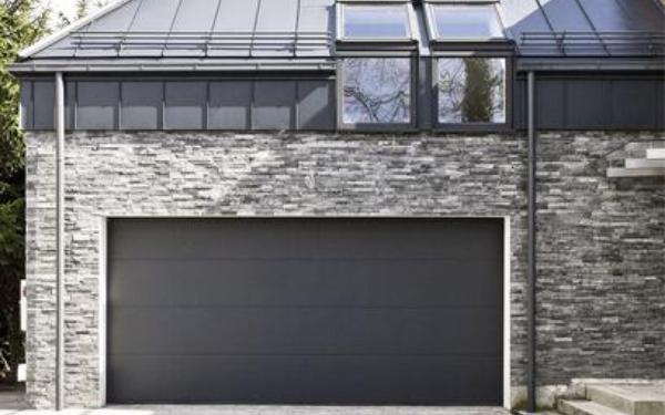 Brama garażowa segmentowa: dlaczego warto ją wybrać?